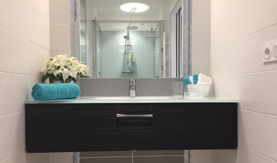 etape aux chartrons salle d 39 eau. Black Bedroom Furniture Sets. Home Design Ideas