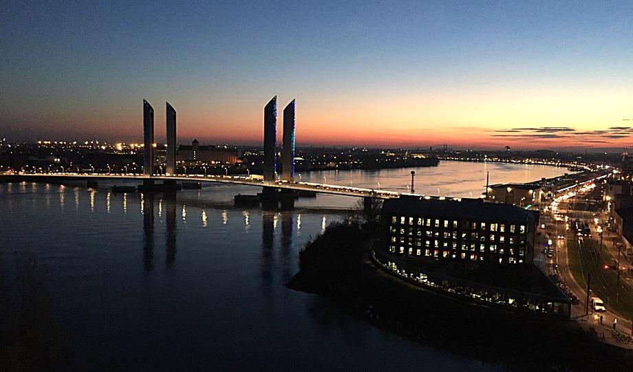 Bordeaux, location, chartrons, quais, gare, Tram B, calme, lumineux, centre ville, animé, commerces, proximité, vacances, affaires, business, tourisme,
